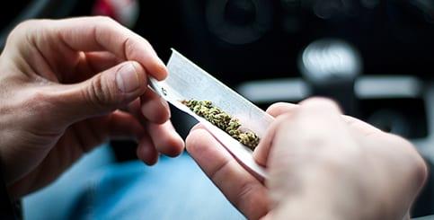 כיצד לפעול בהיתקלות עם המשטרה אם נתפסת ועליך סמים